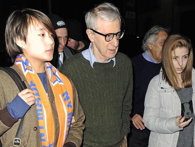 woody allen slams daughter dylan farrow�s claims as