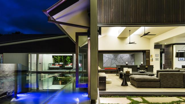 Luxury holiday rental, Dune at Port Douglas in Queensland is available for rent through luxehouses.com.au