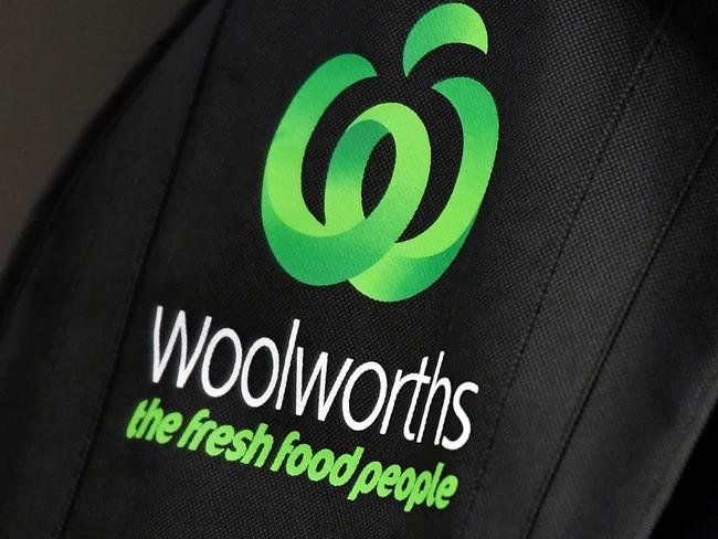 Reusable green bags at a Woolworths store in Sydney, Tuesday, Aug. 15, 2017. (AAP Image/Joel Carrett) NO ARCHIVING