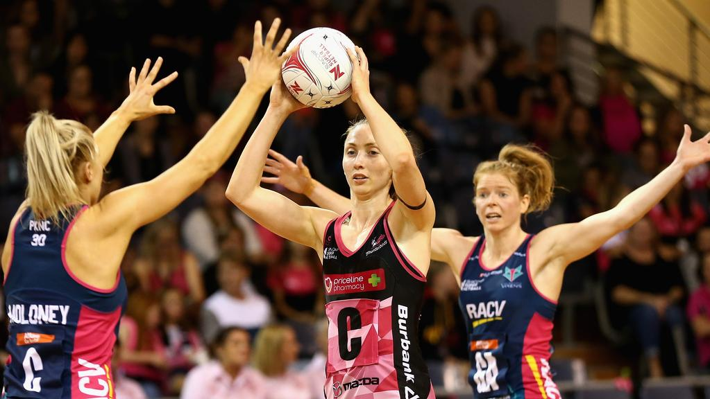 Adelaide Thunderbirds midcourter Jade Clarke looks to make a pass against the Vixens. Picture: Robert Prezioso/Getty Images.