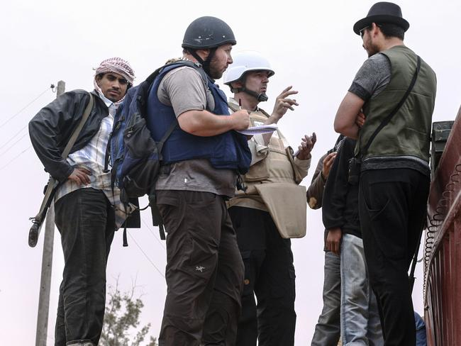 Experienced ... Journalist Steven Sotloff (Center with black helmet) talks to Libyan rebels on the Al Dafniya front line in June, 2011. Sotloff was kidnapped in August 2013 near Aleppo, Syria. Picture: Getty