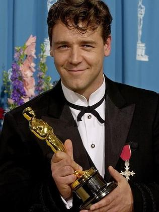 Russell Crowe with his 2001 best actor Oscar.