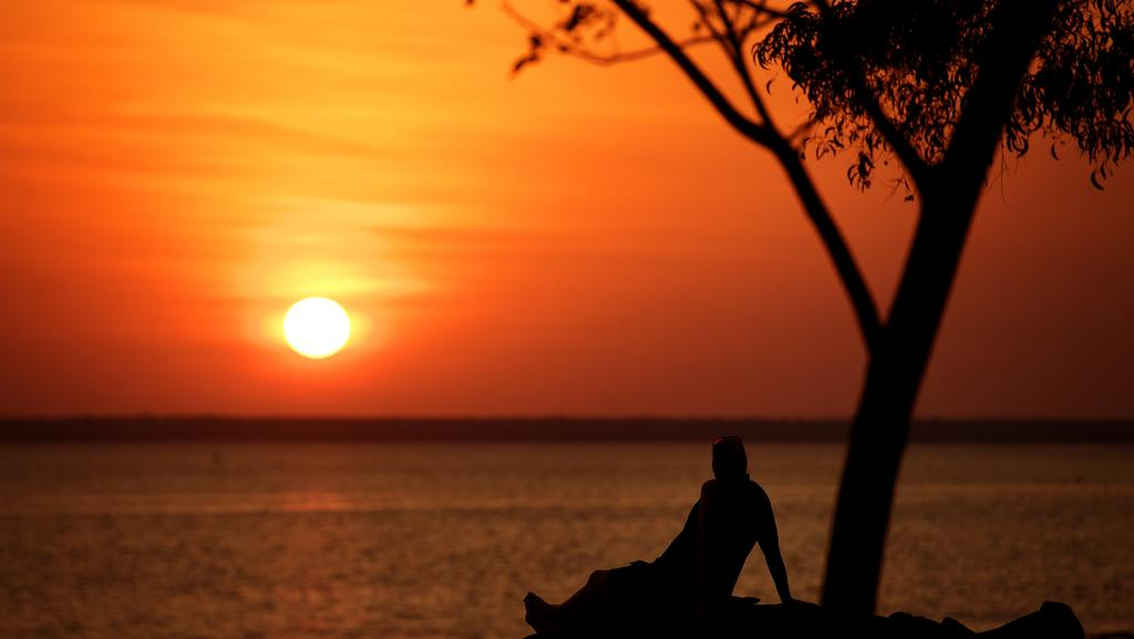 "<s1>  A man watches a beautiful Darwin sunset at the Deckchair Cinema. The Dry season still has life in it </s1>  <ld pattern="" "" />  <source></source>Picture: JUSTIN KENNEDY  <source></source>"