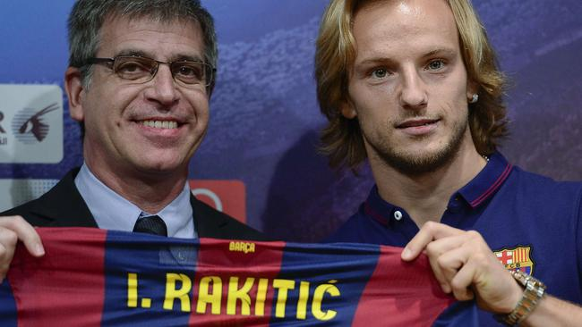 FC Barcelona's new Croatian midfielder Ivan Rakitic (R).