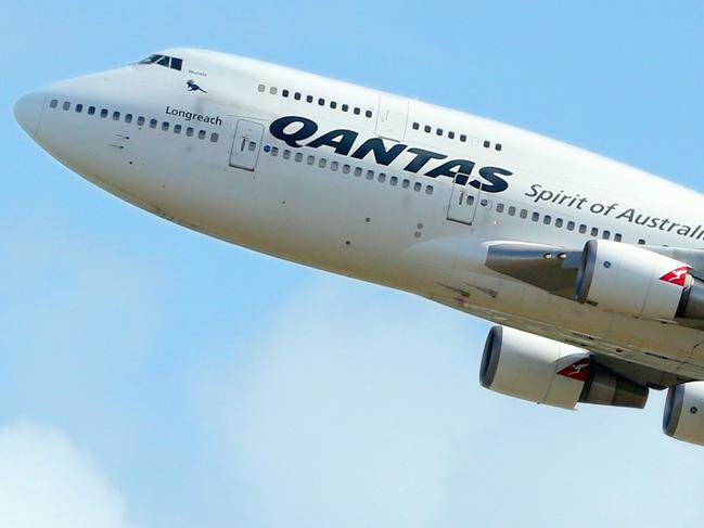 Phone sparks fire on Qantas flight