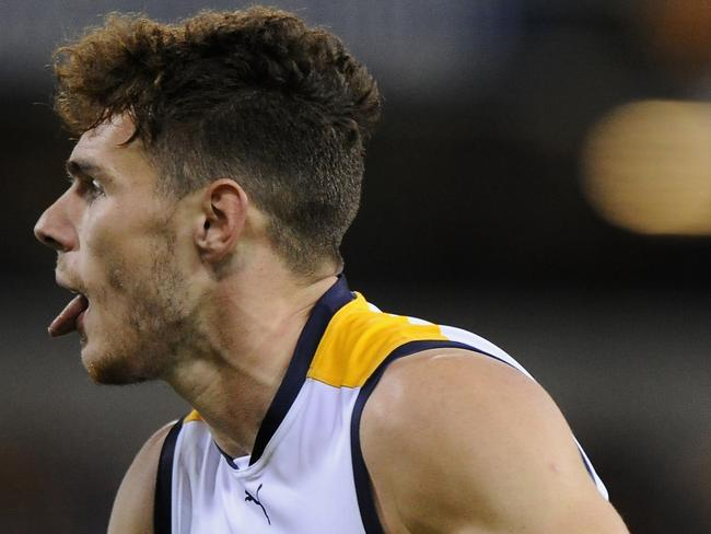 Luke Shuey of the Eagles looks to further up field in the win over Brisbane. Photo by Matt Roberts