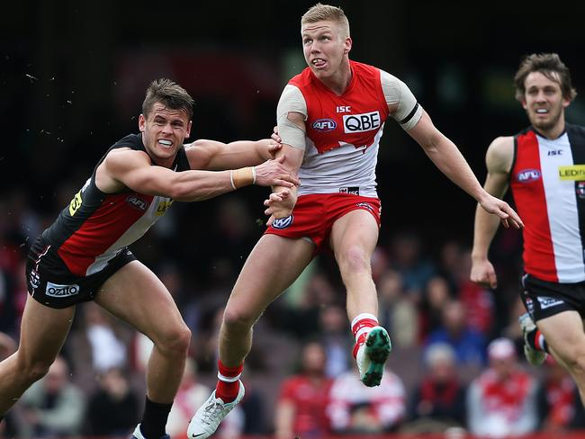 Dan Hannebery copped a knock to the hip. Picture: Phil Hillyard