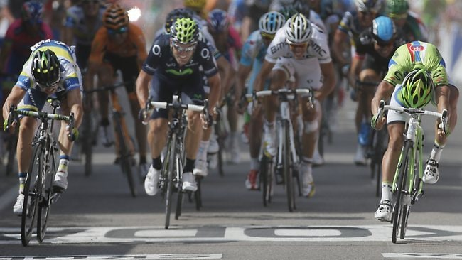 Australian Simon Gerrans (L) sprints his way to a photo-finish victory in Stage 3.