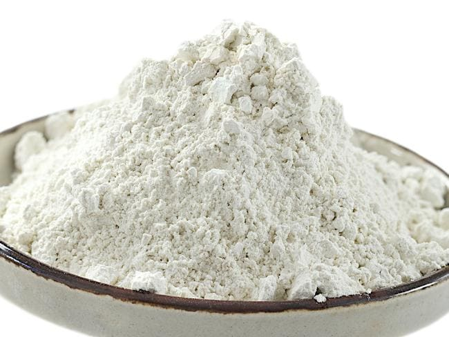 Bentonite Clay claims to have cleansing and detoxifying ingredients.