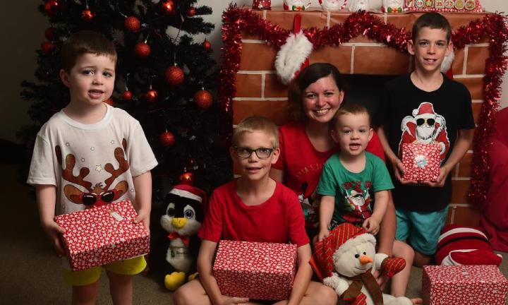 Single mum of four kids reveals her tips to affording Christmas