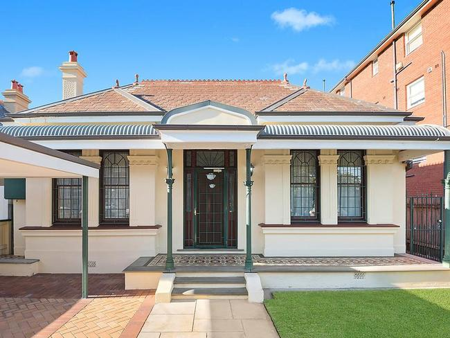 4 Silver St, Randwick sold at auction for $100,000 above reserve.