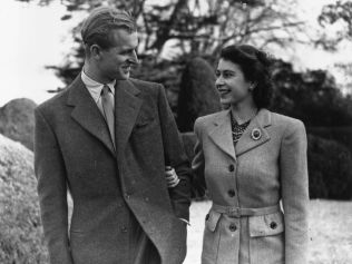 Princess Elizabeth and The Prince Philip, Duke of Edinburgh enjoying a walk during their honeymoon at Broadlands, Romsey, Hampshire. (Photo by Topical Press Agency/Getty Images)