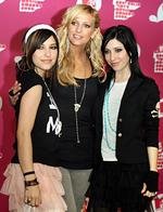 <p>Singer Ashlee Simpson (C) flanked by identical twins singers Lisa and Jess Origliasso, members of band The Veronicas at press conference in Sydney, after Ashlee arrived in Australia to host MTV music awards. Pic. Katrina Tepper</p>