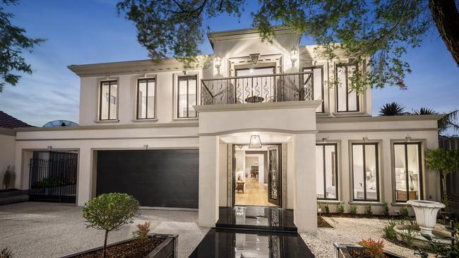 Large family homes becoming a big deal in melbourne s for Big family house