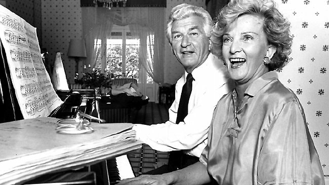 Bob and Hazel Hawke on the piano at The Lodge in 1990.