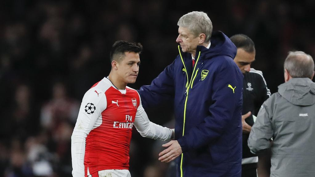 Arsenal's Alexis Sanchez and Arsene Wenger.