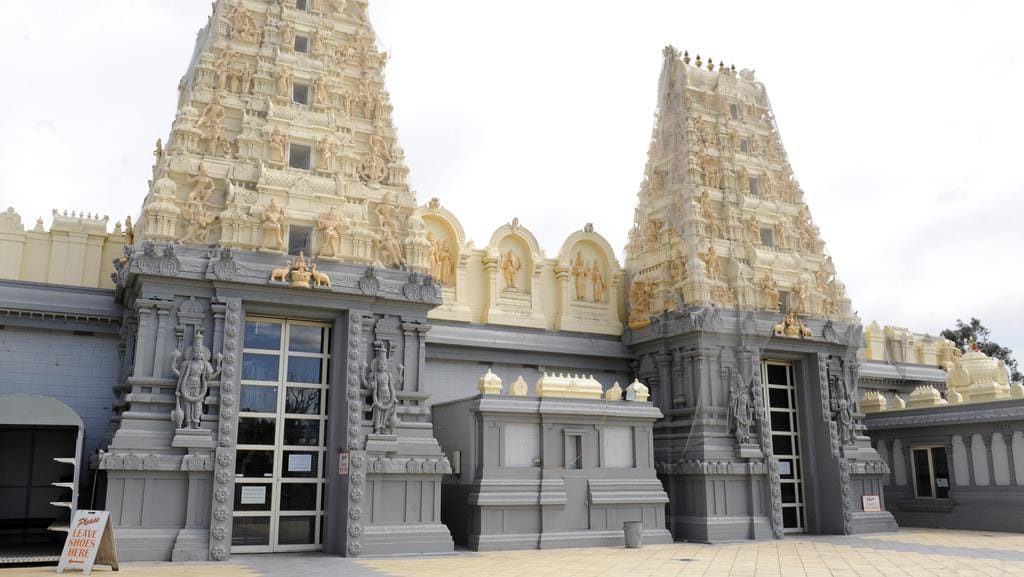 a visit to the shri shiva vishnu temple Shri shiva vishnu temple is dedicated to both lord shiva and vishnu and is situated in the suburb of carrum downs in the state of victoria, australia.