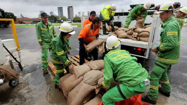 1/12/2017 SES volunteers filling sand bags in Port Melbourne as Victoria is set to experience heavy rain over the weekend. Picture David Geraghty/The Australian.
