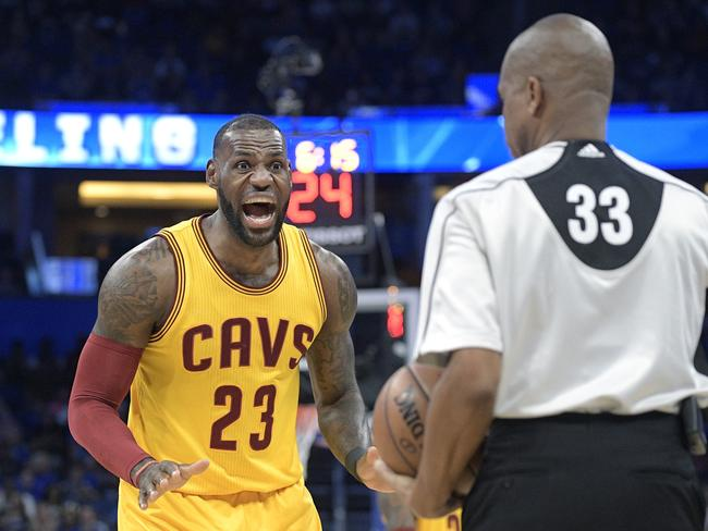 LeBron James (23) argues a call with referee Sean Corbin.