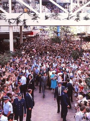 Crowds greet Charles and Diana in Brisbane. Picture: Ted Holliday