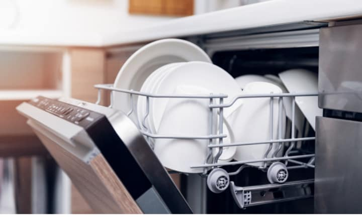This is how to stack your dishwasher properly
