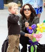 <p>Princess Mary takes a day out with Christian and Isabella at the Salamanca markets in Hobart. Mary and Christian take time out to watch one of the street performers.</p>