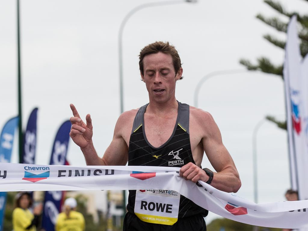 Action from the 2014 City to Surf for Activ. Brenton Rowe takes out the mens' 12km run.