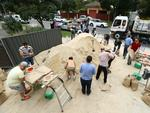 People grab last-minute sandbags at the Burnside CFS station. Picture: Tait Schmaal