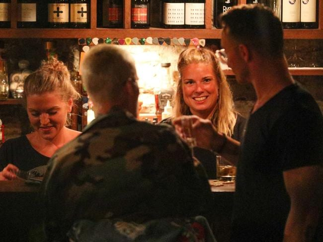 The two female bartenders looked pretty pleased with their famous guest. Picture: AKM-GSI/BackGrid