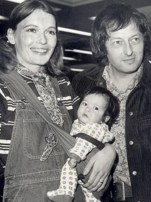 Sinatra farrow age difference dating 1
