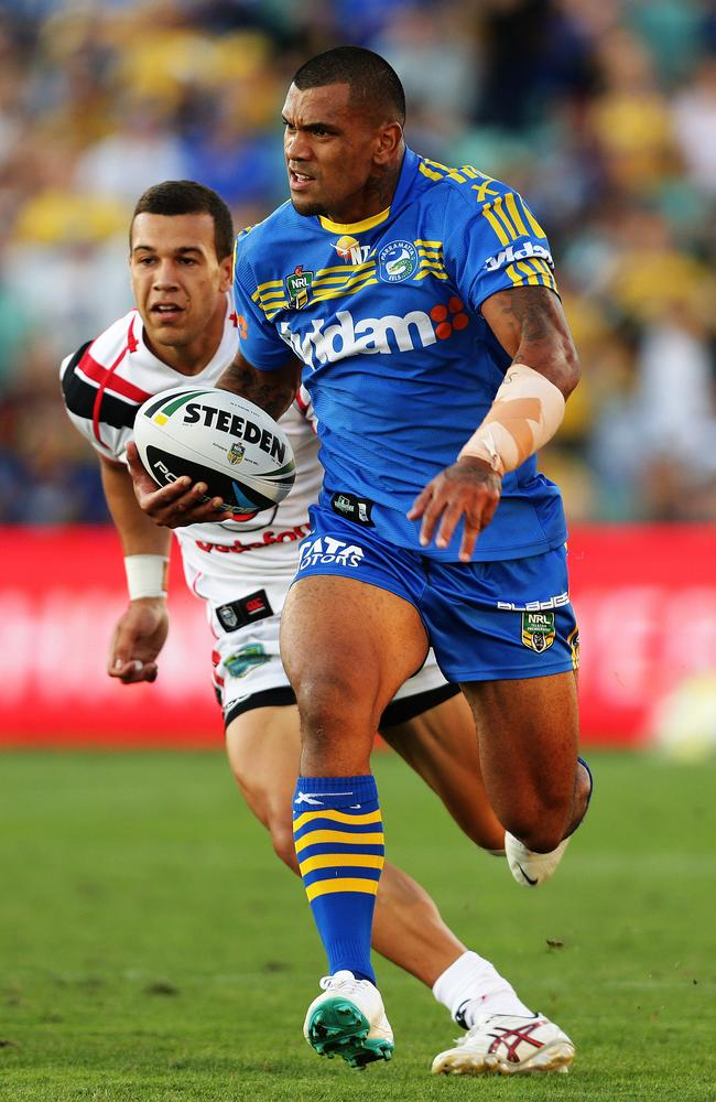 Parramatta's Manu Ma'u makes a break.