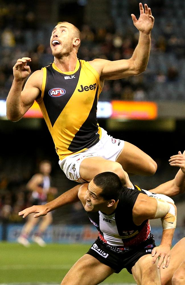 Tiger Matt Thomas flies high but is unable to secure the mark. Picture: Wayne Ludbey