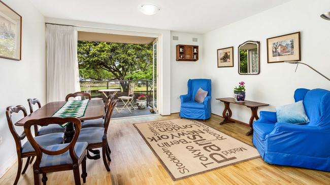 2/11-13 Myahgah Road, a two-bedroom apartment in Mosman, sold before auction for $812,000.
