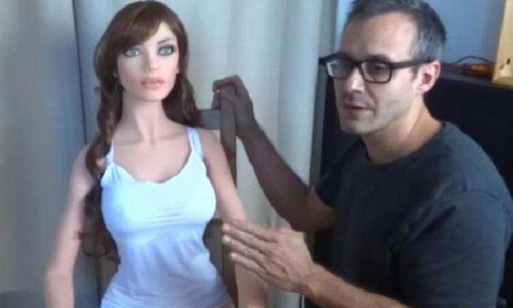 Scientist claims he's figured out how sex robots can have babies