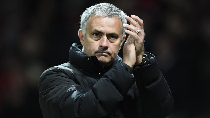 Manchester United's Portuguese manager Jose Mourinho appluads after the final whistle in the UEFA Europa League group A football match between Manchester United and Fenerbahce at Old Trafford in Manchester, north west England, on October 20, 2016. / AFP PHOTO / OLI SCARFF