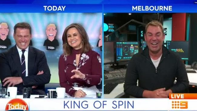 Lisa Wilkinson gets flustered over Shane Warne's body on the Today show.