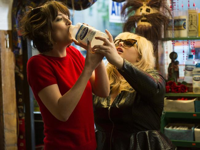 Dakota Johnson's Alice is helped by Robin (played by Rebel Wilson) in a scene from How to Be Single. Picture: Barry Wetcher / Warner Bros Entertainment via AP