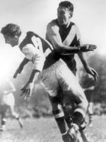 1949. Tom Meehan (L) and Jack Dyer appear to clash. Richmond v St Kilda. Punt Rd Oval. Slap.