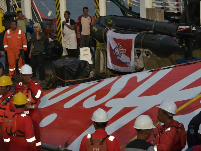 Rescuers find the wreckage of QZ8501.