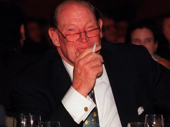 'KP would turn his tongue to fairly vile language' ... Kerry Packer in 1996.