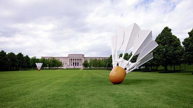 This May 7, 2009 photo provided by Carol M. Highsmith, shows shuttlecock sculptures, designed by the husband and wife team of Claes Oldenburg and Coosje van Bruggen, displayed on the lawn of the Nelson Atkins Art Museum in Kansas City, Mo. Picture: Carol M. Highsmith America Collection/Library of Congress via AP