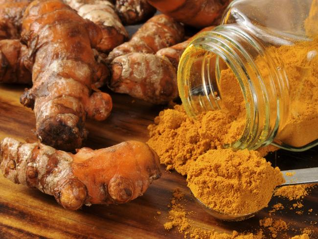 Turmeric fights brain plaque, the cause of Alzheimer's disease.