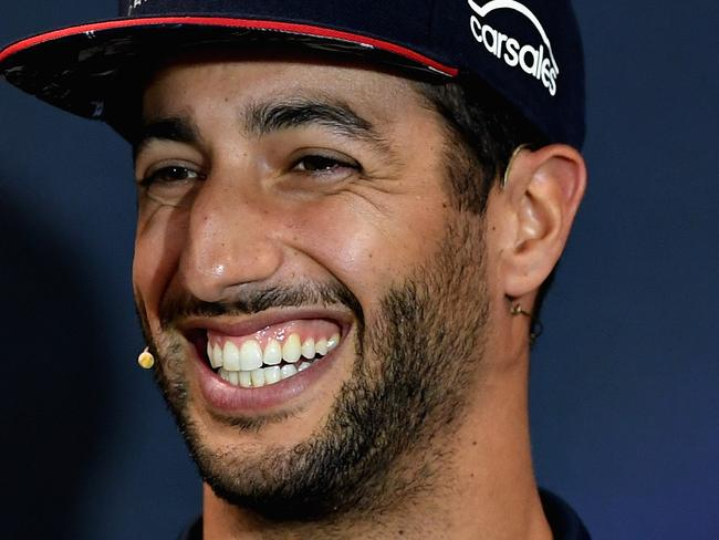 Ricciardo, Max reveal bedroom habits