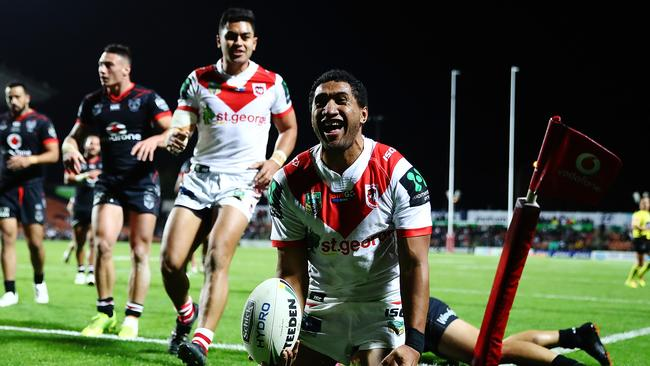 St George Illawarra did it easy over the listless Warriors.