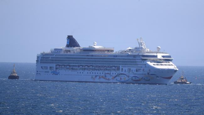 Norwegian Star Cruise Ship Loses Power Will Be Towed From