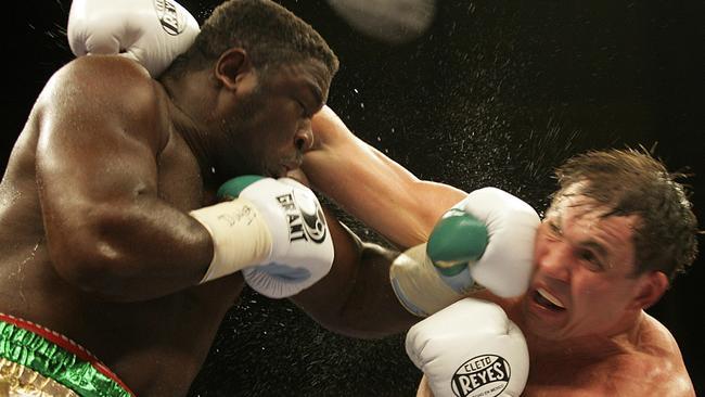 Boxer Samuel Peter (L) fights against Oleg Maskaev in 2008.