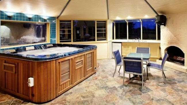 Lawson Lodge, Australia. Had a bad day on the green? Nothing the spa can't fix for you. Picture: HomeAway.com.au
