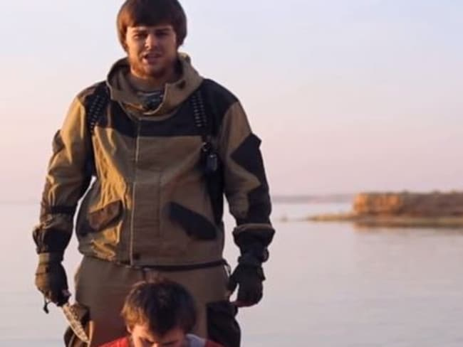 ISIS child soldiers shoot prisoners in brutal Hunger Games-style video