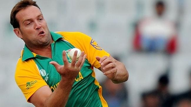 Jacques Kallis takes a catch off his own bowling at the 2011 World Cup.