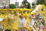 <p>Members of the public read tributes left for Madeleine McCann in Leicesteshire, England.</p>